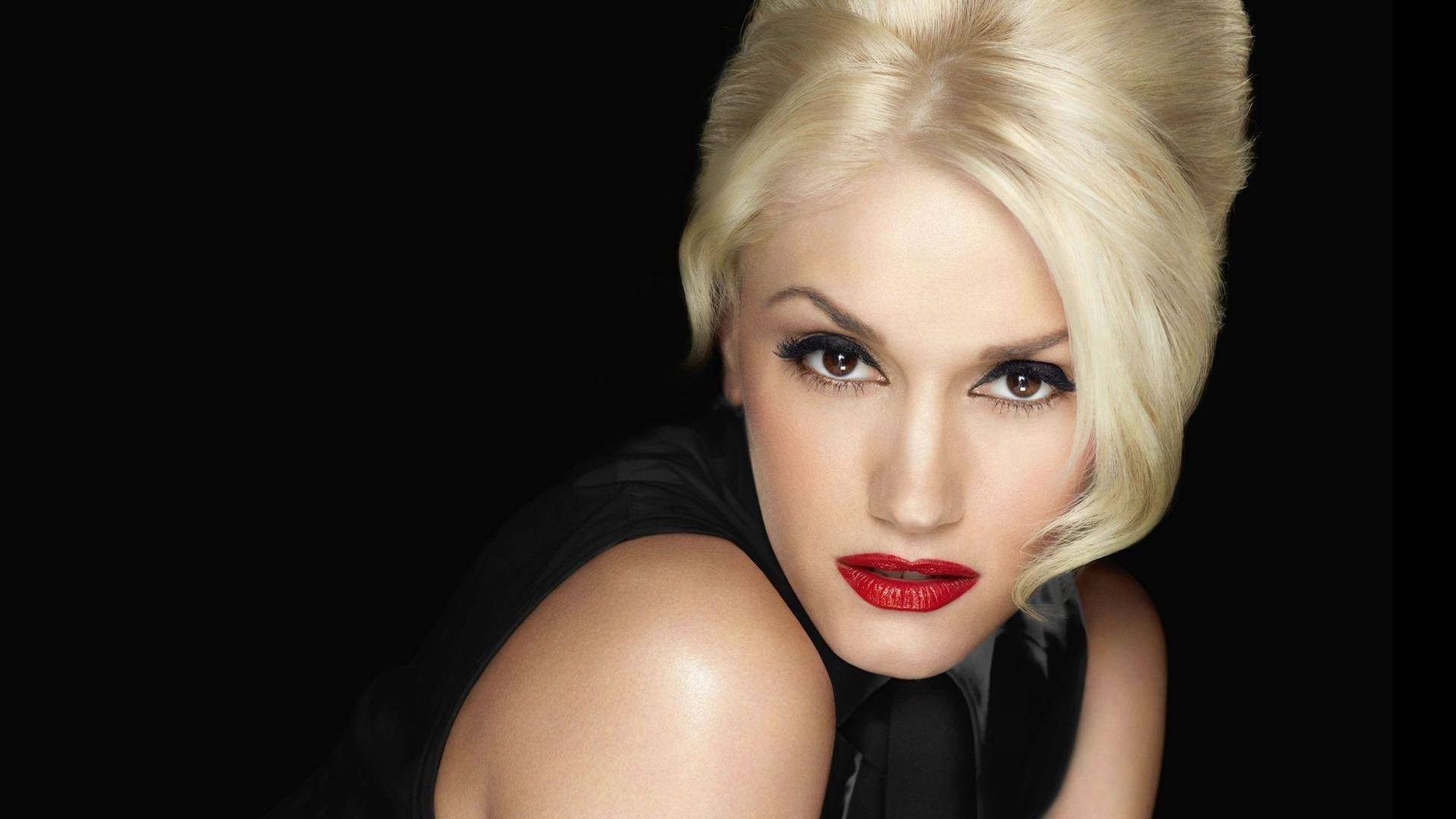 gwen-stefani-is-a-cougar